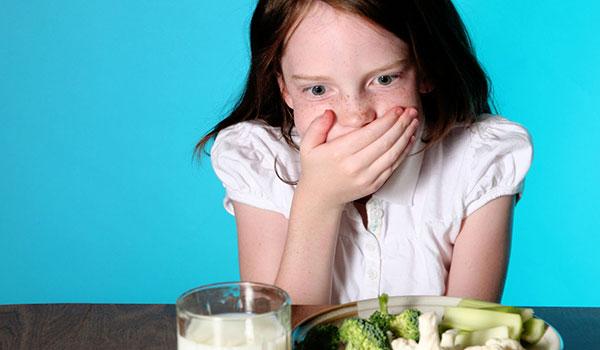 Ung thư dạ dày khiến người bệnh chán ăn kèm theo hiện tượng khó nuốt