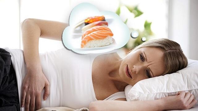 Ngộ độc thực phẩm gây đau bụng buồn nôn đi ngoài