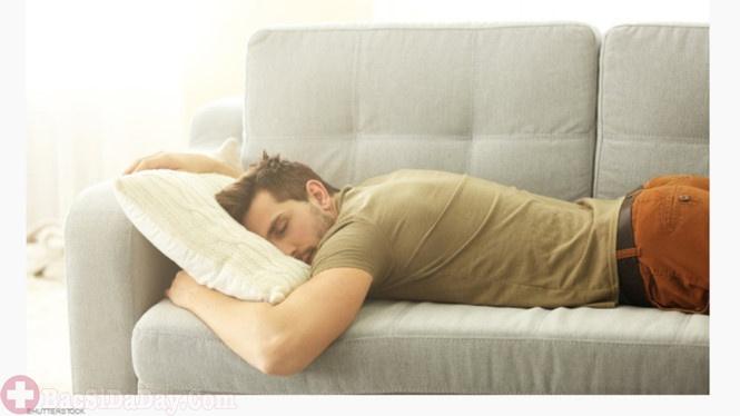 Sau khi ăn không nên nằm ngủ luôn