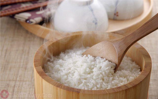 Cơm trắng giảm cơn đau dạ dày