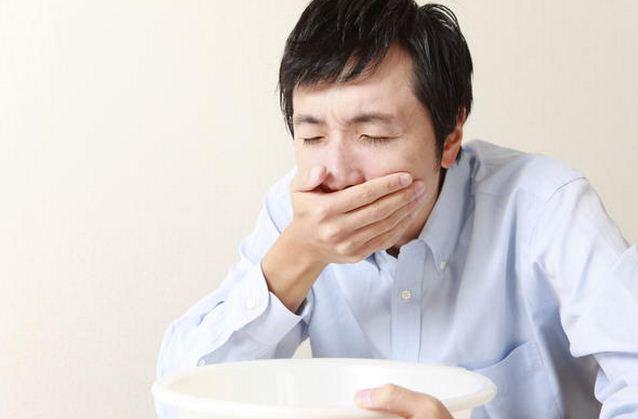 Buồn nôn, nôn thường xuyên là dấu hiệu trào ngược dạ dày